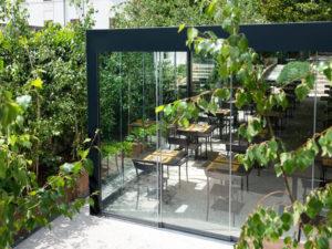 vetrata panoramica scorrevole hotel ristorante esterni balconi terrazzi verande giardini