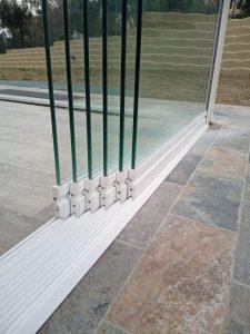 vetrata panoramica scorrevole su misura